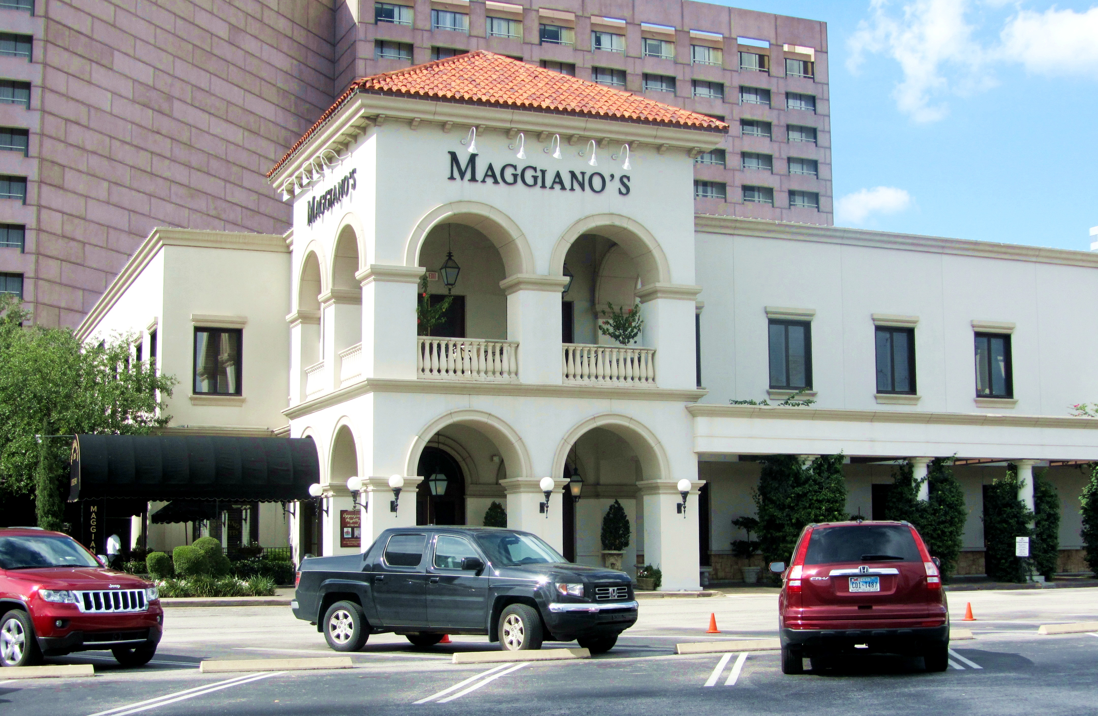 The Houston Maggiano's is located between Westheimer and San Felipe, which is a block from the Houston Galleria and next door to the Hilton orimono.gaon: Post Oak Blvd, Houston, , TX.